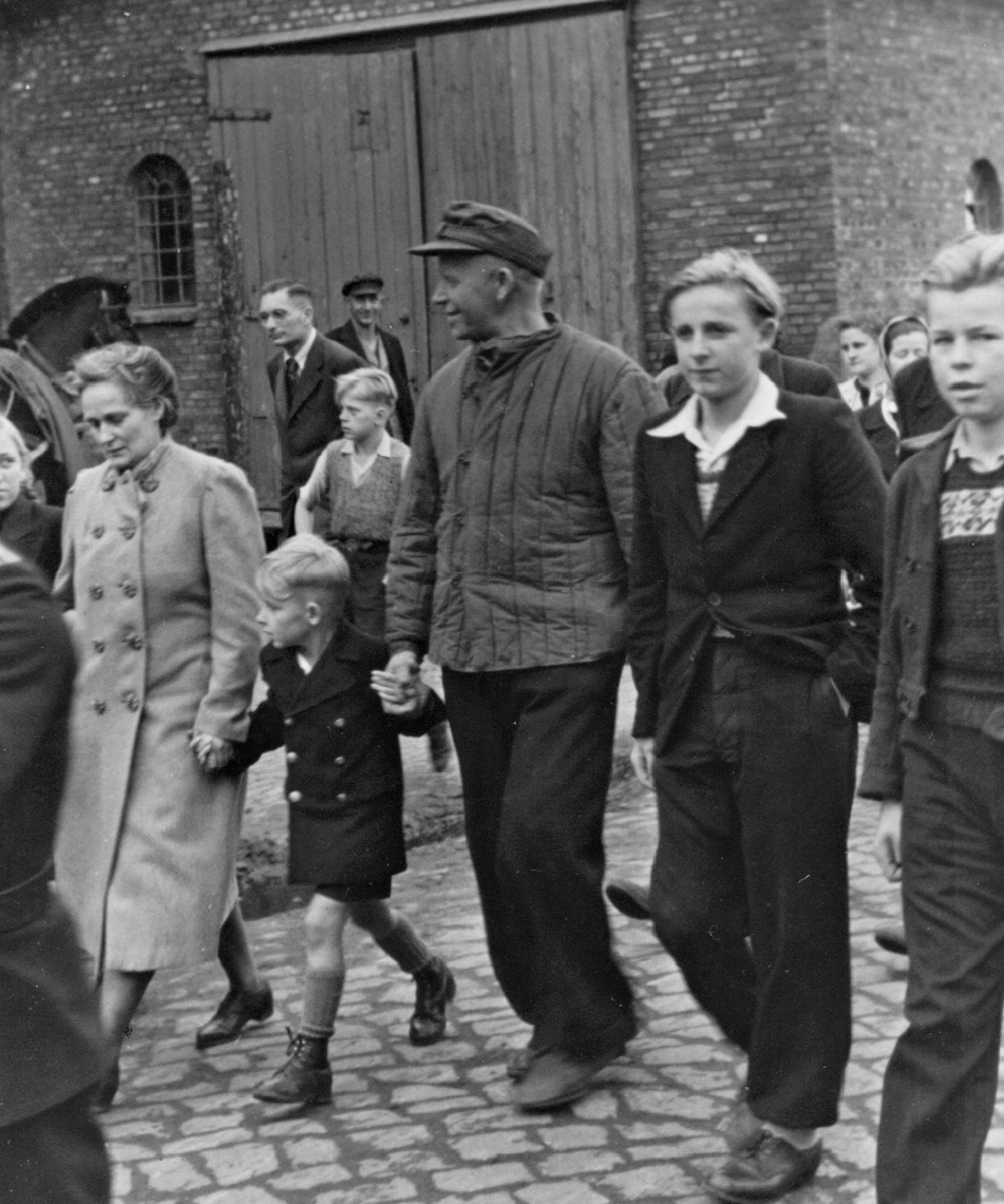dorf_bilder/Chronik-Hennstedt-81-2.jpg